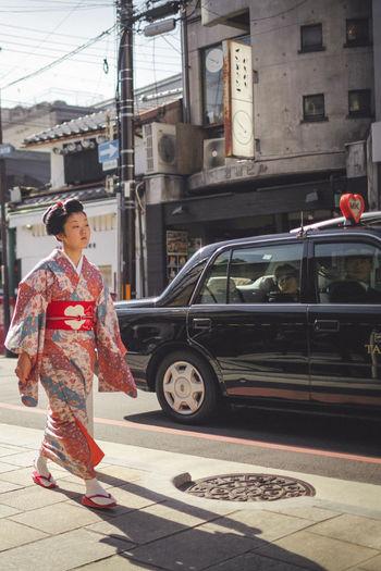 Attitude Day Gesha Japan Japan Photography Japanese Culture Japanese Style Kimono KimonoStyle One Person Outdoors People Street Street Photography Streetphotography Tradiotional Cloths