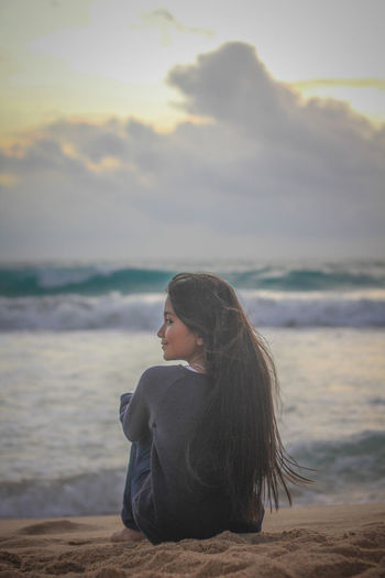 Only Women Beach One Woman Only Adult Long Hair Adults Only One Person Women Sea Water People Relaxation Nature Beauty Sand Leisure Activity Young Adult Outdoors Beautiful Woman Day EyeEm Vision Lampuuk Lampuukbeach Lampuuk Beach Aceh Horizon Over Water First Eyeem Photo