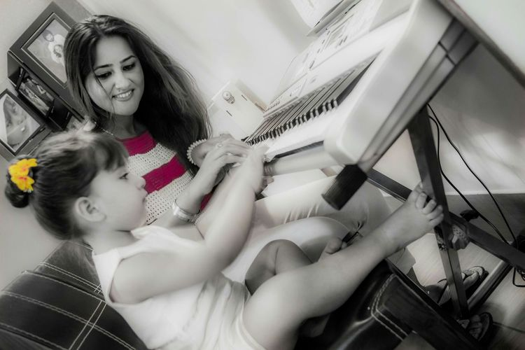 Live To Learn learning music 🎼😘 Music Cute Daughter Bestshot Learning Photo♡ Melody Kidsphotography
