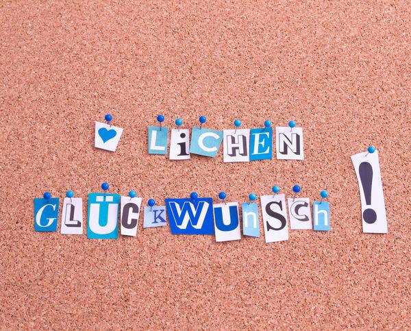 Herzlichen Glückwunsch Glückwunsch HERZLICHEN GLŰCKWUNSCH Zum Geburtstag Herzlichen Herzlichen Glückwunsch Schriftzug Blue Capital Letter Close-up Herzlich In A Row Message No People Schrift Single Word Text Western Script