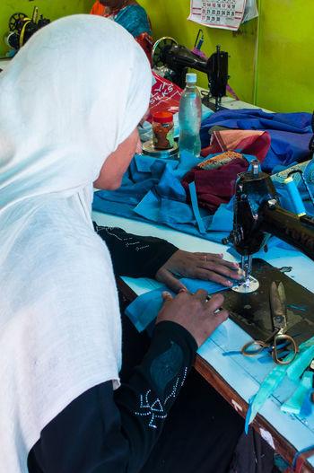 Aghi Cucire Donna Dressmaker Lavori Macchina Da Cucire People Person Persone Sarta Seamstress Sew Sewing Machine Tessuti Tissues Vestiti Woman The Photojournalist - 2016 EyeEm Awards