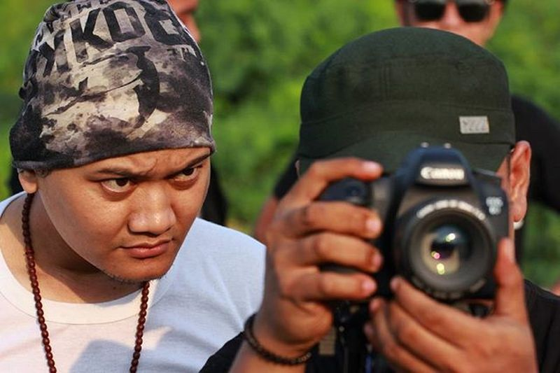 Fokus @fandy_arloji Film Behidethescene Bestmoment Behide Candid Sabyan Photograph Photomodel Photographie  Photoshoot Photooftheday Indonesiaart INDONESIA Scene Happiness Vcocam Cinema Cinemaphotography Cinematography Bokeh_indonesia Bokeh Kekinian