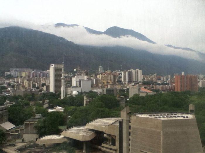 Caracas A Tus Faldas