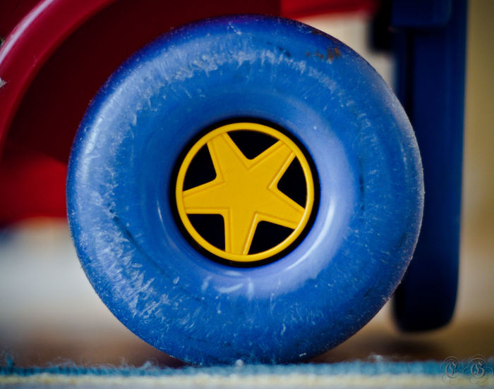 . Star in the Circle Child Circle Plastic Section Star Tire Toy Yellow Star