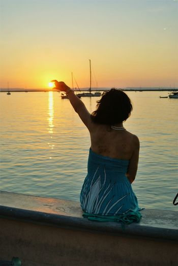 Tamto poder en la punta de sus dedos... Sunset Only Women One Person Beach Reflection Water One Woman Only Sun Rear View Adult Sea People Tranquility Adults Only Women Travel Destinations Silhouette Outdoors Beauty Sky