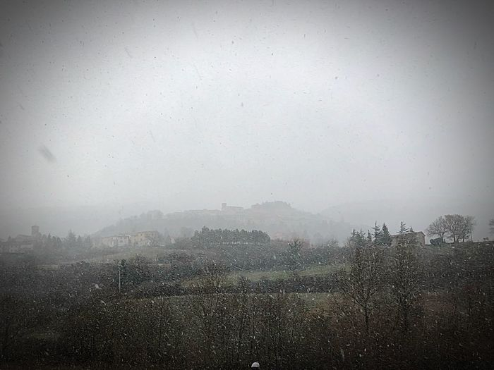 Fossato di Vico nella tormenta di neve EyeEm Nature Lover Umbria, Italy Snowcapped Snow Snow Day Snow Covered Sky Nature Environment No People Land Field Landscape Scenics - Nature Fog Drop Day Outdoors Backgrounds Agriculture