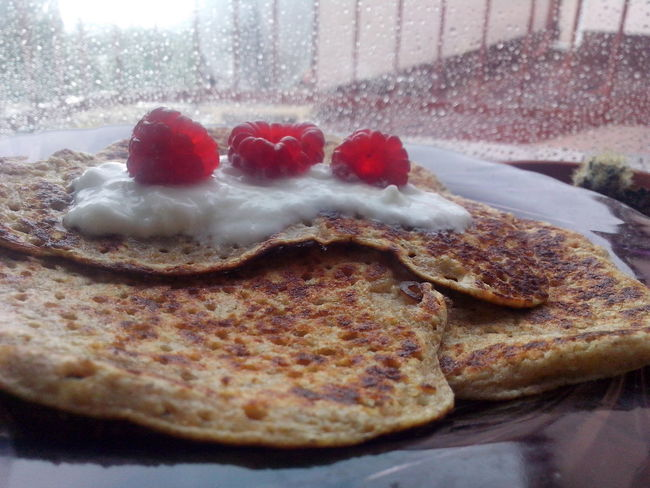 in a Rainy Day like that I stay working home and have Oat Flakes Pankakes for Breakfast ♥