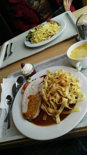 Mittagsmenü Food Plate Ready-to-eat Table Soup Suppe Dessert Nachspeise Kirsche Crème Nudeln Noudle Filet Meat Fleisch Mittagessen Foodporn Foodography Essen Mahlzeit Monkey