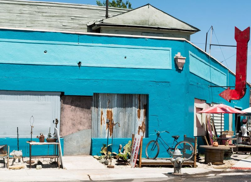 The Essence Of Summer Urbanphotography The Street Photographer - 2016 EyeEm Awards Xf35mm Fujifilm X-pro2 Satx Street Vintage Shopping Antique Store Bike Turquoise Teal Streetphotography Red Arrow Fire Hydrant