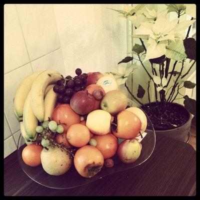 Obstteller Lecker Obst Fruits bananen Äpfel litschis kakis trauben birnen orangen healthy Weihnachts stern blumen gelb bunt yoooo