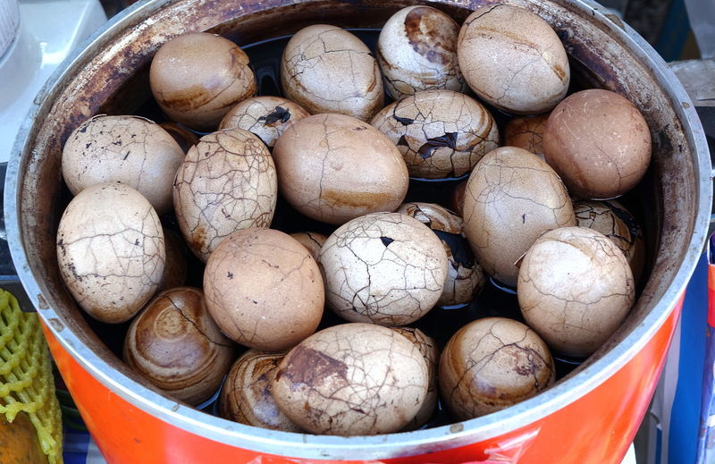 A market vendor sells tea eggs cooked in tea and spices Brew Chinese Food Market Vendor Boiled Eggs Cracked Shell Egg Egg Shells Five Spices Sauce Snack Food Street Food Tea Egg
