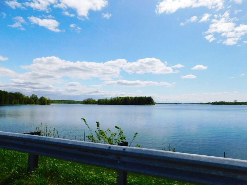 Photo prise le 19 Mai 20117 en Ontario a Long Sault Cloud - Sky Sky Lake Horizon Water Beauty In Nature Blue Nature Mesphotos Photo♡ EyeEmNewHere Printemps 🌼 PhotosophLav Mes Photos Printemps 2017 Ontario, Canada Outdoors Vacations Landscape Lost In The Landscape Connected By Travel