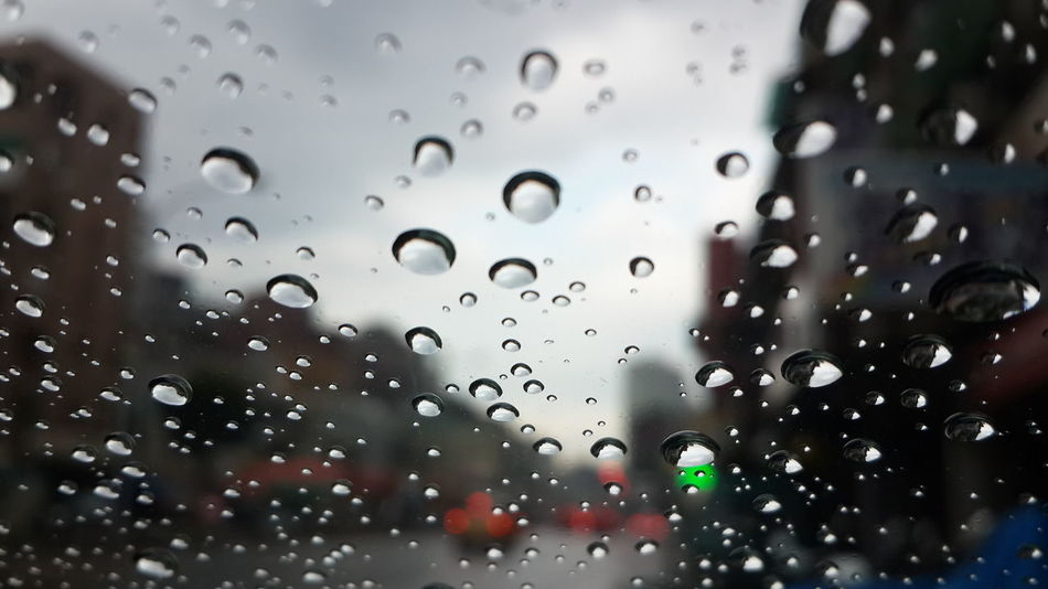 Afternoon Rain Rainging Raindrops Boken Photo Bokeh Photography Light And Shadow Lights Nature Viweoutofmywindow Streetphotography Street Art Stree Cityscapes City Street City View  On The Streets Ontheroad Relaxing Sky Clouds Sky And Clouds