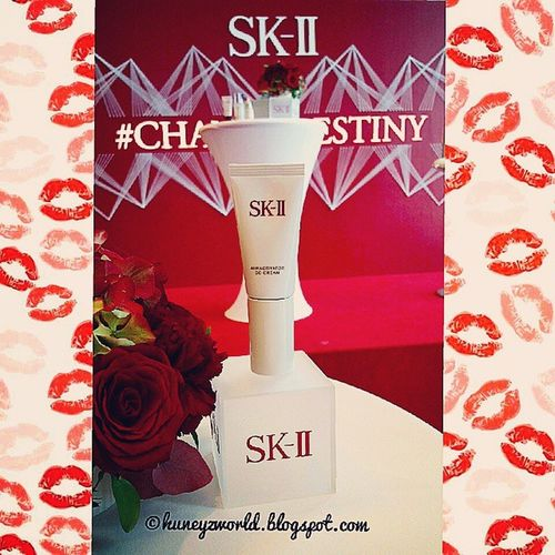 Say hi to the all new SKII Auractivator Cccream ~~~~ @skii @fansofchangi