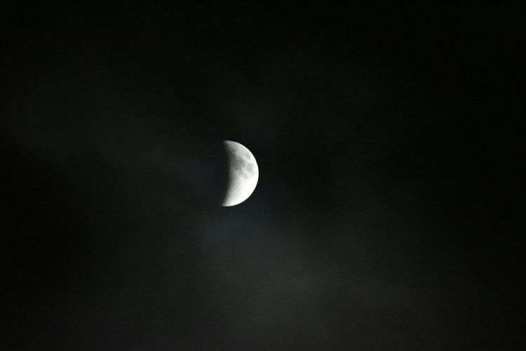 Went out around 2145 to prepare for th3 Bloodmoon this was the intial eclipse inbetween the cloud coverage Moon Moonlight Clouds Clouds And Sky Mood Captures EyeEm Best Shots EyeEm Gallery Photooftheday Taking Photos