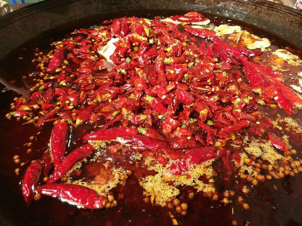 火锅这么棒,为什么重庆人还要吃其他的东西? Food Chinese Food Dinner In China Amazing Food Daily Life Hot Pot!!!! Hot Pot Night Dinnertime Ready-to-eat