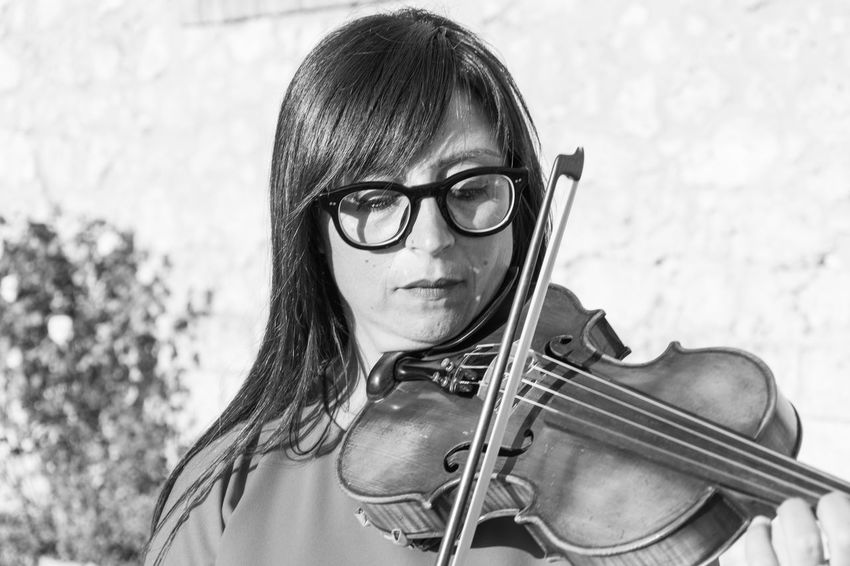 Violin Player Bangs Eyeglasses  Focus On Foreground Front View Headshot Looking At Camera Music Musical Instrument Musical Instrument String Musician People Playing Portrait Real People Skill  Violin Violin <3 Violin My Love Violin Practice Violine  Violinist Violins Young Adult Young Women