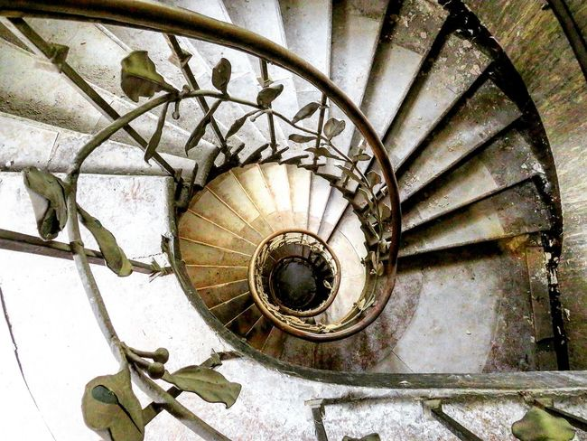 Urbexexploring Urbexphotography Abandoned Hotel Go2know Lost Verlassene Orte Abandoned Buildings Abandoned Places Lostplaces Abandoned Fototour Wendeltreppe Spiral Steps And Staircases Steps Spiral Stairs Indoors  Stairs