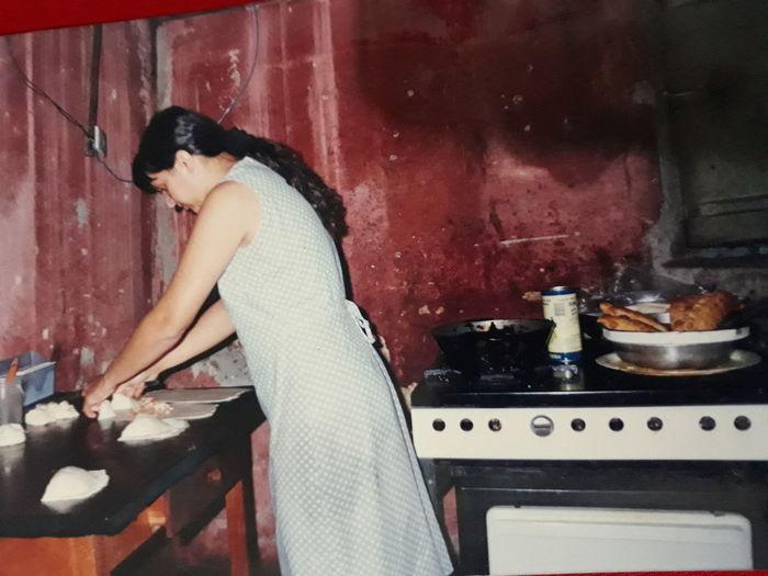 Maos na massa PASTEL! Mãos Massa Goiás,GO Brasil ♥ Culinaria Criatividade Cozinha Campo Original Art Tradicional Food SaborATradicion Goiano Caiaponia Tradição De Família. Pastel Domestic Life Sitting Preparation