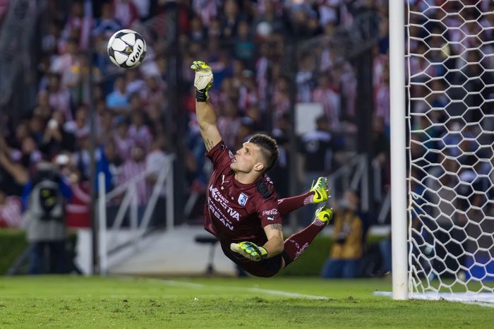 Tiago Volpi Sport Copamx Mexico Goalkeeper Tiago Volpi Photojournalism Corregidora Penalty Kick First Eyeem Photo Soccer Chivas Playing Querétaro Sports Photography Portero Futbol Aficion Flying Fly Ball Voit Nike