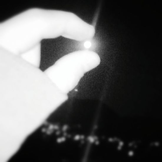 The moon in my fingers. 😱😍😍😍😍😍💞💟✋