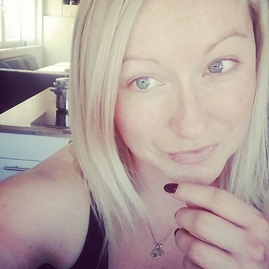 Tagged for a Sds by @anoninsurrey 😊 I'm off today, no make up, no worries ... Preparing lunch. God. I'm boring af 😂😂😂 Please play along and Stopdropandselfie if been tagged 😚 😚 Greyeyes  Blondehair Grey Fuck Fuckthisshit Fuck Fuckit LOL NoteToSelf Stopswearing LOL Sorrynotsorry ❤