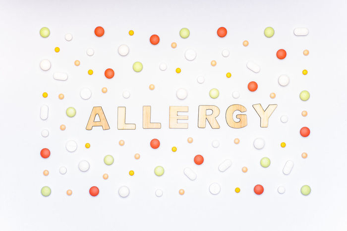 Allergy. Allergens, antihistamine pills, seasonal allergies. Minimal flat lay allergy concept. Allergical Allergies Drug Medicine Minimalist Pills Allergen Allergic Allergy Antihistamine Asthma Creative Flat Lay Immune System Medication Minimal Minimalism Pastel Coloured Flowers Pharmaceutical Pill Pollen Season  Seasonal Tablets Top View