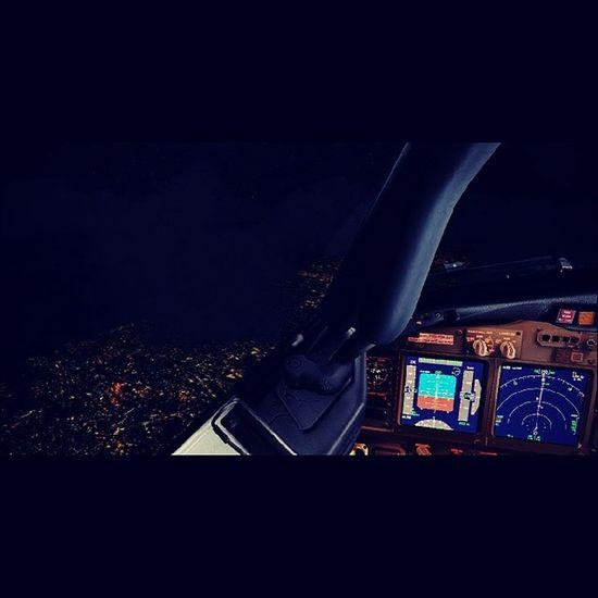 Hello jakarta.. kelap kelip banget kalo malam. Jakarta at night, view from above... Sim Fsx GIA 737NG cockpit