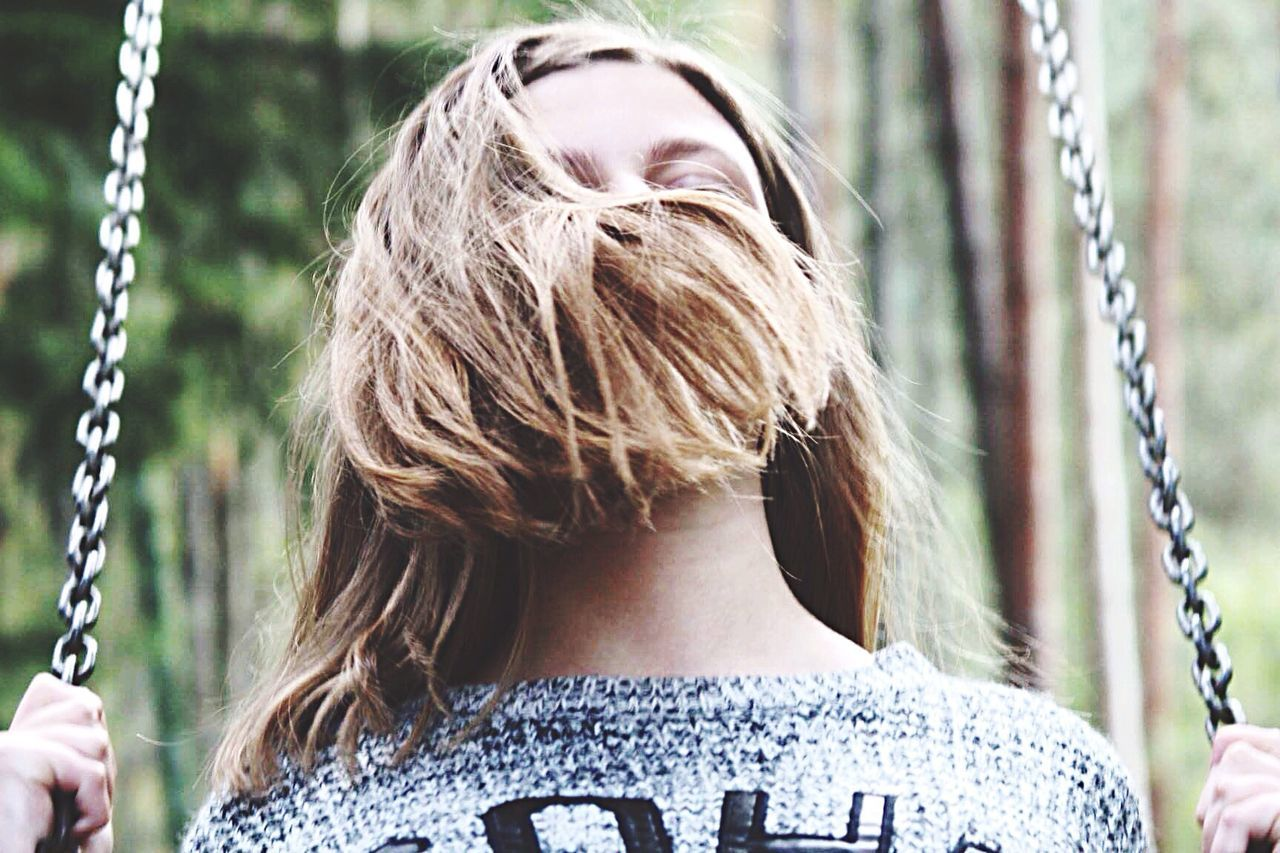 rear view, swing, long hair, focus on foreground, one person, childhood, day, real people, outdoors, blond hair, chain, leisure activity, lifestyles, close-up, people