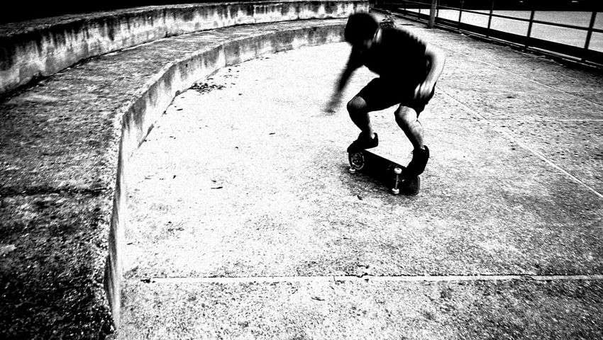 Skate Casual Clothing City Life Side View Outdoors Day Urban Urbanphotography Urban Lifestyle Urban Fashion Blackandwhite Blackandwhite Photography Circle Circle Frame First Eyeem Photo