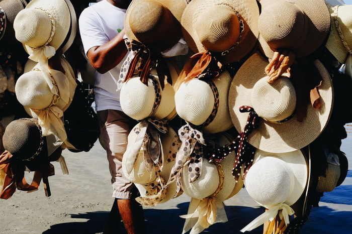 Hat salesman on the walk in a brazilian beach Beach Life Beach Salesman Brazil Hat Sales Man Hat Shop Hats Large Group Of Objects Outdoors Playacar Salesman Sombreroç Summer Hat Summer, Vendedor Ambulante Vendedor De Sombreros Verano