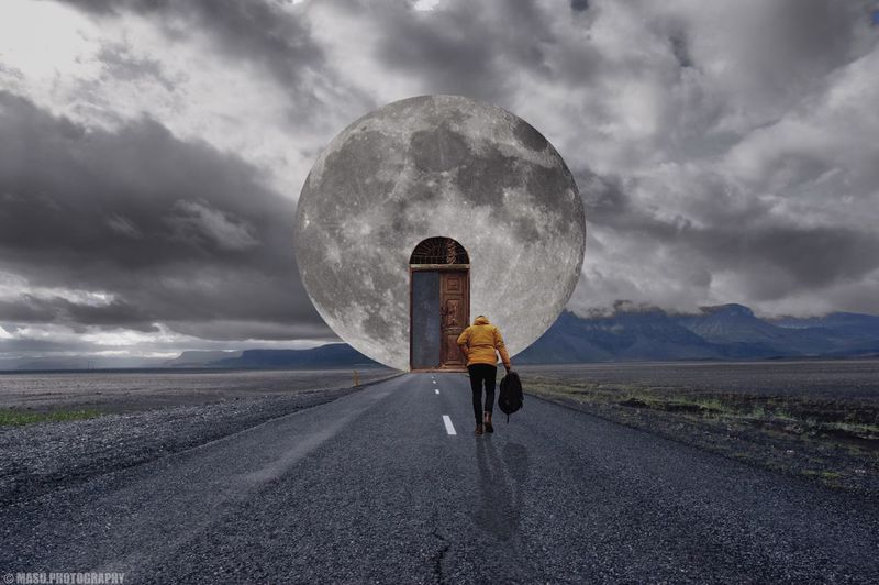 Carretera hacia la luna. / road to the Moon. Photomanipulation Digital Art 💻
