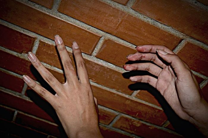 Hands Manos Blood Sangre Miedo Night Noche Ladrillos Cafe Alone Scary Nightphotography