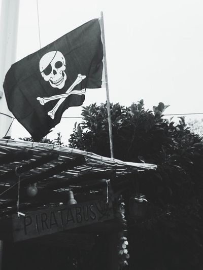 Pirates Skull Playadugall Chioschetto Piratabus Homesweethome Jollyrogers Homemade Wood Conquistadors Gallostyledocet B&w