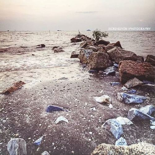 Kehadapan Batu Pantai Sunset Jeram pantairemis petang beach pasir rock sand nature bestestaward bestmoment evening rilek sayang selfie alone syg suka nakal