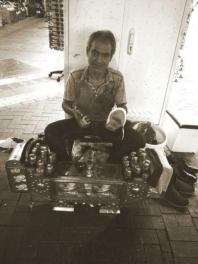 Smiling Realmoney Working One Man Only Worktolivenotlivetowork Helalpara şükürler Sitting Connected By Travel