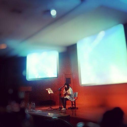 Playing Guitar Girl sing a sing
