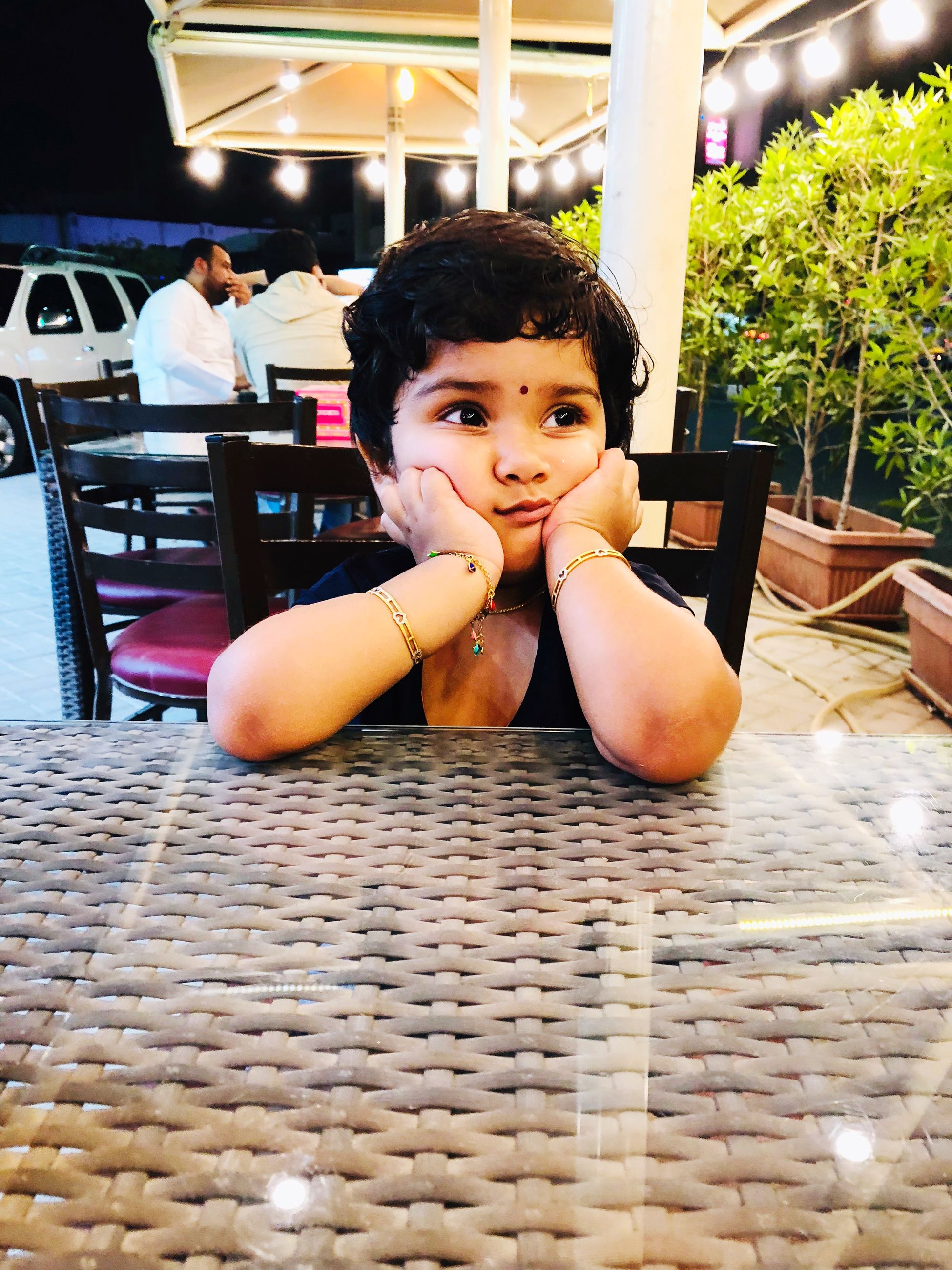 child, childhood, sitting, one person, portrait, real people, looking at camera, table, lifestyles, seat, incidental people, boys, innocence, front view, males, casual clothing, chair, men, contemplation