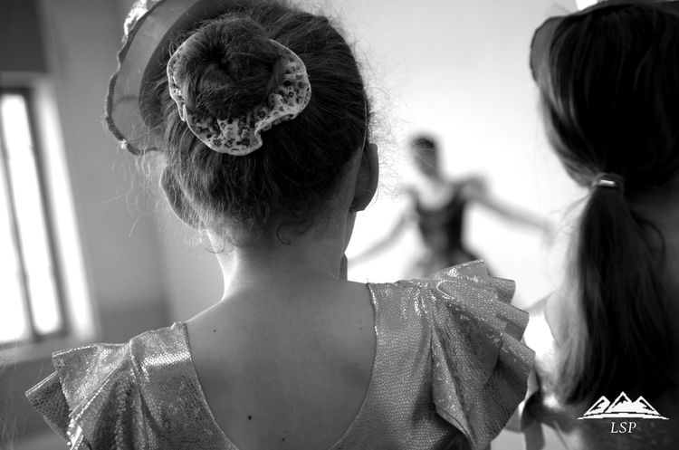 Danse Danse Classique Danseuse Apprentissage Cool Back Blackandwhite First Eyeem Photo Look Beauty Child Learn Girl Little Likeforlike likeforlike #likemyphoto #qlikemyphotos #like4like #likemypic #likeback #ilikeback #10likes #50likes #100likes 20likes likere