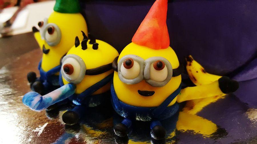 Ba-ba-ba-banana! Celebrate moments with these cuties. Foodspotting 43 Golden Moments Minions Cake Cake Design Eat Me Foodphotography Food Art Celebration Birthday Cake Yellow Gold Cutenessoverload Fondant