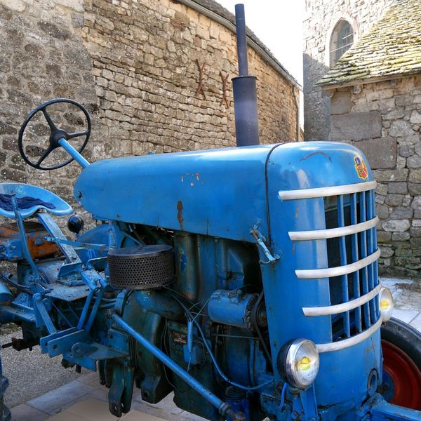 Fête des 4V à Sainte Radegonde Aveyron France Tracteur Tractor
