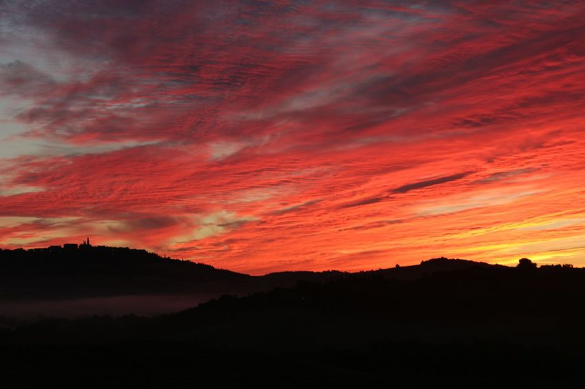 Dawn in Val d'Orcia, Tuscany. No filter, absolutely real colors. Hello World Clouds Nature Light Lights And Shadows Sky Landscape Tuscany Light And Shadow Colors Fog Amazing Landscape Atmospheres No Filter Dawn Coloured Dawn Hills Clouds And Sky Val D'orcia Darkness And Light Countryside Country Pienza (toscana)