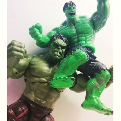 Some father son quality time 😂 Marvellegends Hulkjr Figures Avengers Theincridiblehulk Thehulk Infiniteseries Fatherandson Family Nerd Comics BruceBanner Ageogultron Collector Collection Mcu Figurecollection Actionfigures Actionfigurephotography Articulatedcomicbook Theavengers Marvelentertainment Hasbro Disney Tcb_flyupandaway