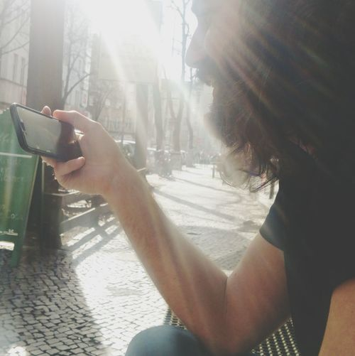Mobile Conversations Sunnyday Videochat Connecting Without Borders Young Adult Youth Of Today Young Men Convetsation