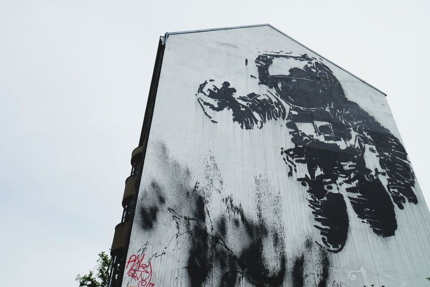 Capture Berlin Low Angle View Outdoors Sky Clear Sky No People Day Close-up Astronaut Street Art Photography