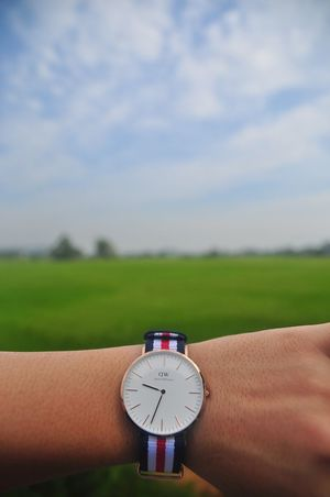 Landscape Close-up Sky Tranquility Focus On Foreground Cloud Rural Scene Watch Danielwellington Field Blurred Tranquil Scene Day Nature Cloud - Sky Extreme Close Up Green Horizon Over Land Beauty In Nature Vibrant Color Farm An Eye For Travel The Great Outdoors - 2018 EyeEm Awards