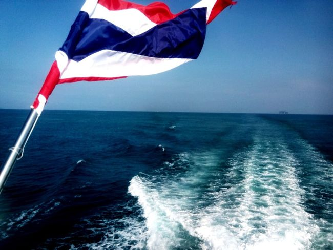 Transfer from Kohphiphi to Phuket by Ferry . Love The Sea