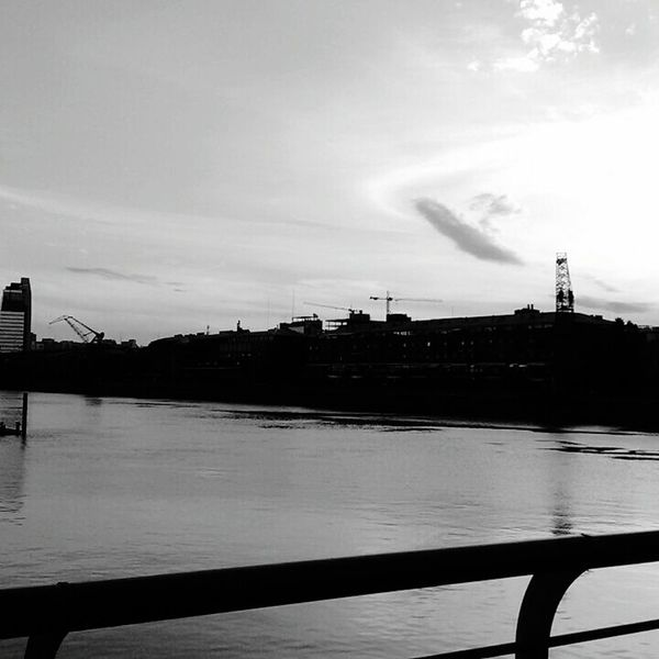 Atardecer blanco y negro. Sky Business Finance And Industry Water Bridge - Man Made Structure Cloud - Sky River Built Structure Architecture Sunset Outdoors No People Building Exterior City Day Nature Urban Skyline Cityscape Politics And Government Blackandwhitephoto Riverside