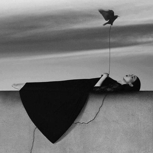 Mutsuz insan yoktur, mutlu olacağına inanmayan insanlar vardır ve insanları yorgun kılan yaşam değil, taşıdıkları maskelerdir.. . Ugurkosar Umut Karamsar Pesimist