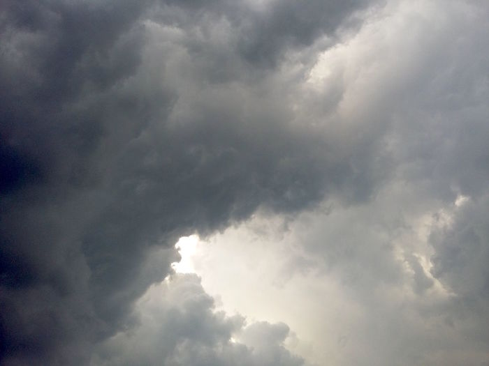 Storm Clouds. · Hamburg Germany 040 Clouds Storm Clouds Gathering Clouds And Sky Cloudy Cloudy Sky Cloudy Day Rain Sky Rainy Day Rainy Days☔ Gray Sky Unedited The Purist (no Edit, No Filter) Playing Tag